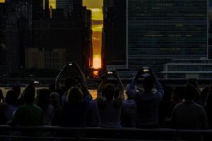 Five Photos of Manhattan Henge